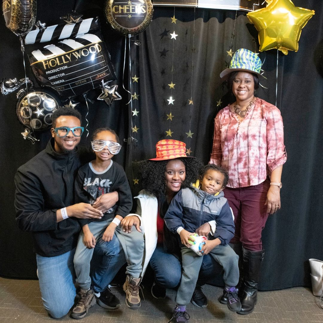 Noontime New Years Family Photo Booth
